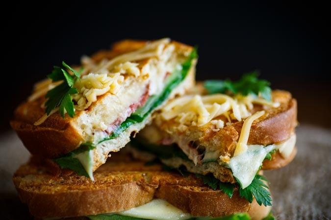dining-at-captain-rons-teton-smokehaus-lunch