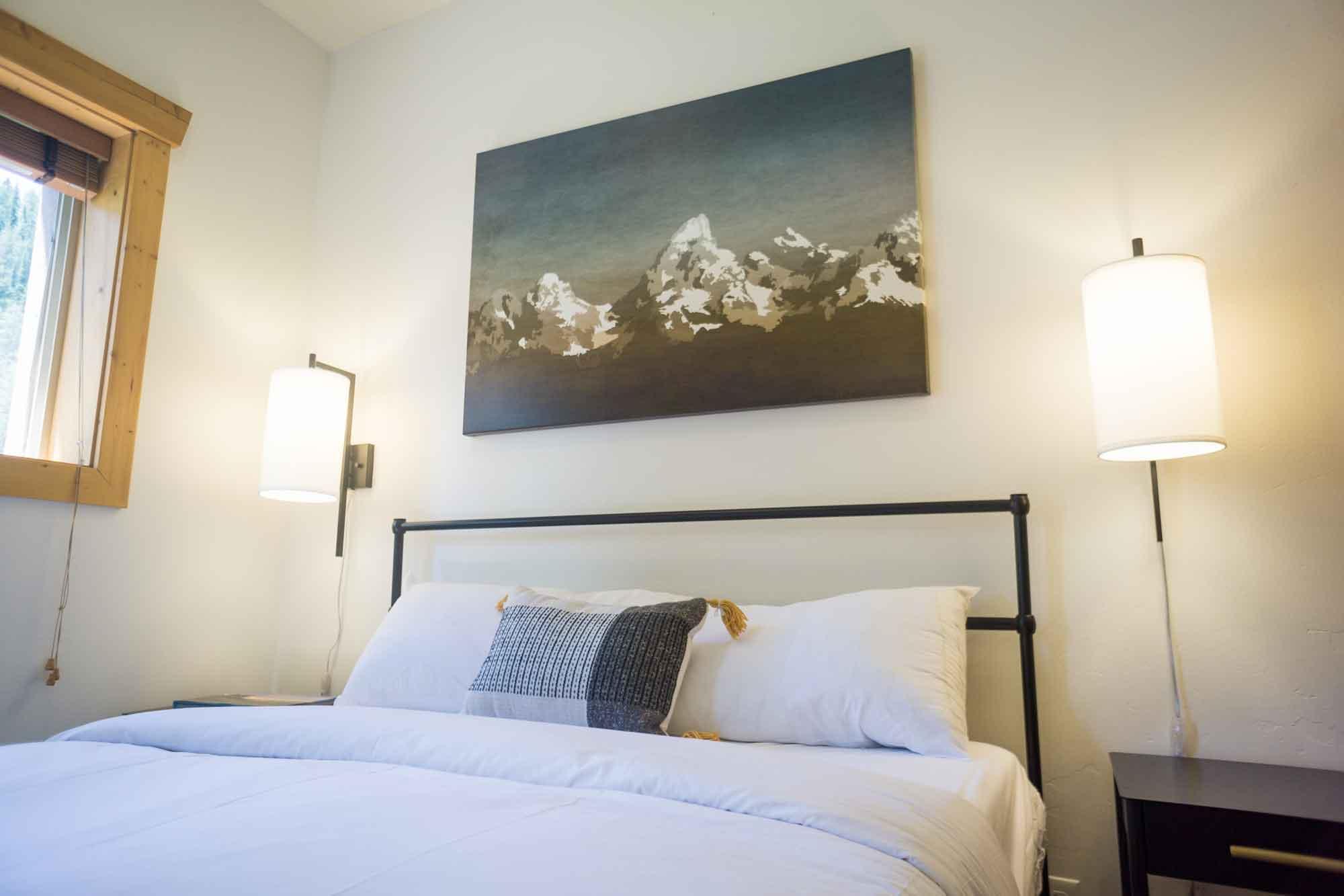 Moose Creek Ranch Lodge Suites Queen Bed